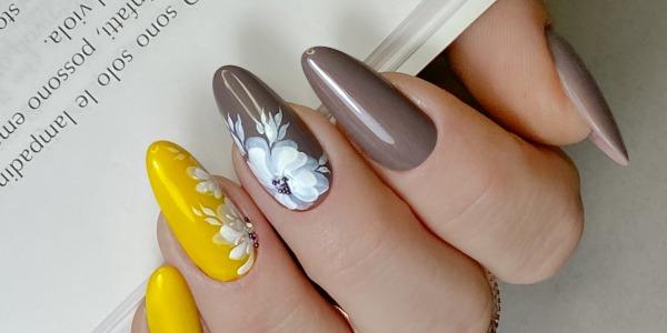 Tendenze unghie: punta tutto sui colori Pantone 2021!